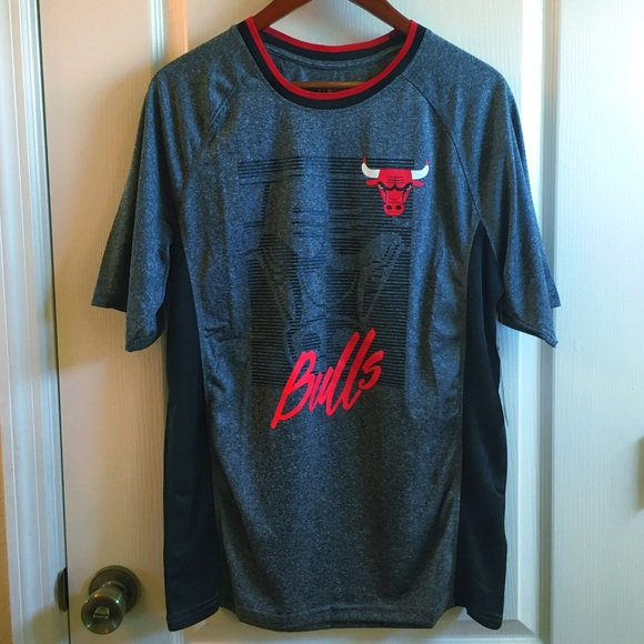 competitive price ffce9 fd7a6 Official NBA Chicago Bulls Dwyane Wade Shirt NWT